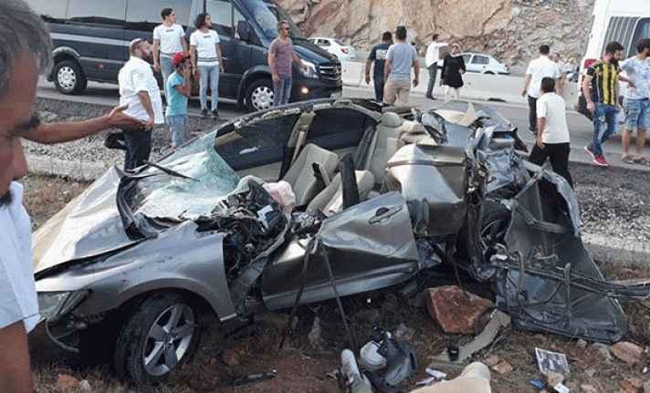Antalya'da feci kaza: 2 ölü, 2 yaralı