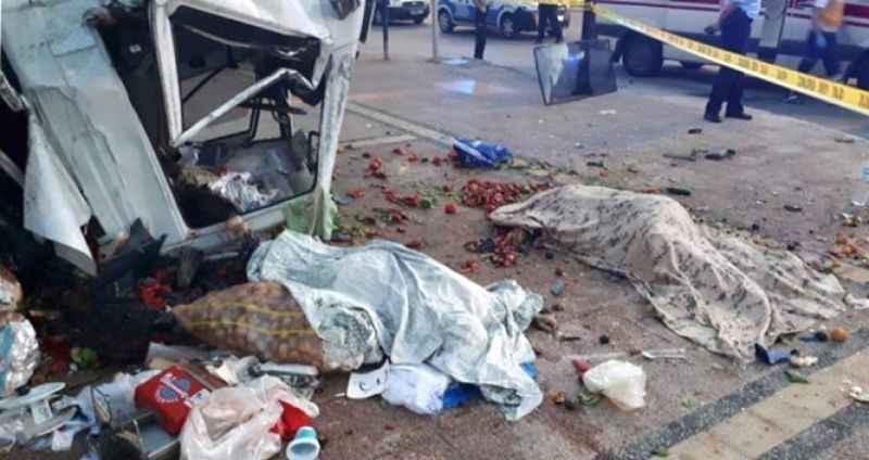 Korkunç kaza bir aileyi ayırdı: 2 ölü, 6 yaralı