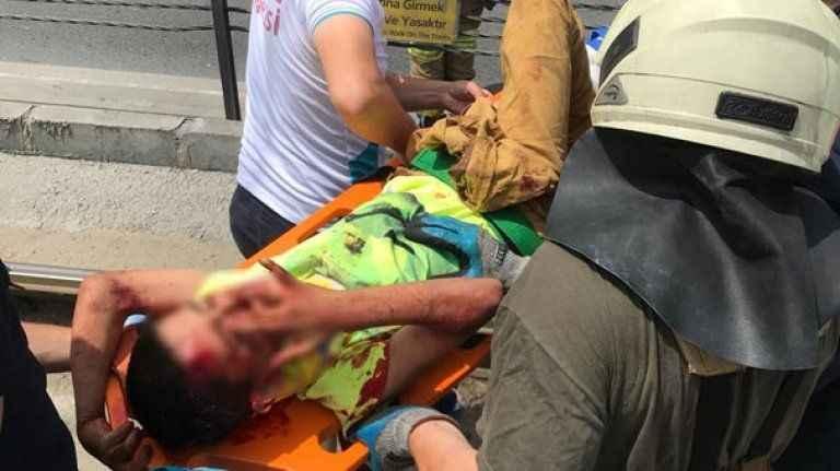 10 yaşındaki çocuk tramvay yoluna düştü! Vatman duramadı...