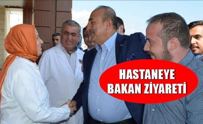 Bakan Çavuşoğlu hastane yönetimini ziyaretetti