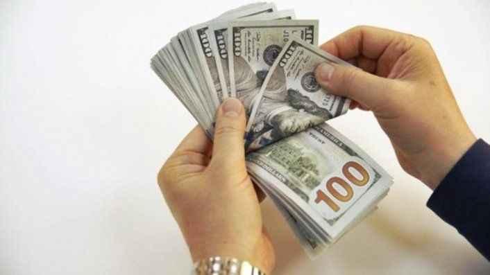 Dolar haftanın son günü yatay başladı