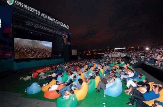 Dokuma'da açık hava sineması
