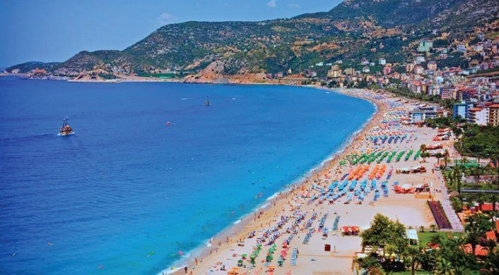 Antalya Plajlarında Yoğunluk