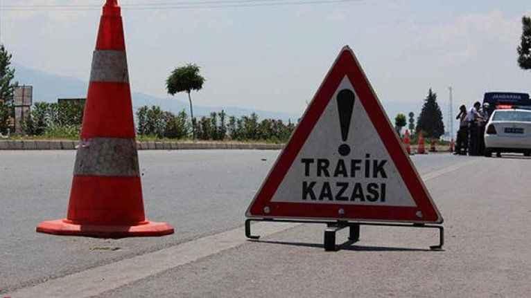 Antalya'da motosikletle otomobile çarpan genç öldü
