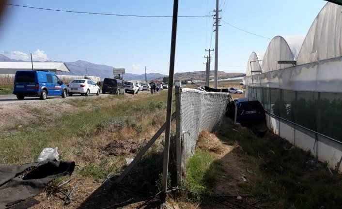 Antalya'da kontrolden çıkan araç dehşet saçtı! 1 ölü