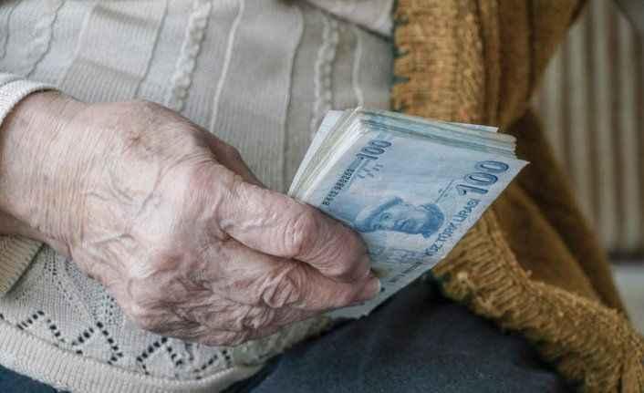 Emekliler yaza kazançlı girecek! önce temmuz zammı sonra ağustos ikramiyesi geliyor