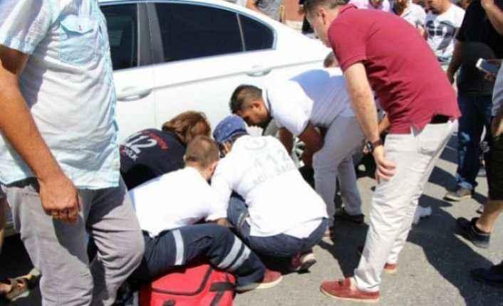 Motosiklet otomobilin altına girdi: 1 yaralı