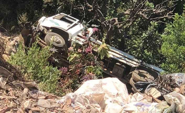 Tüp kamyonu Cikcilli Seyir Terası'ndan şarampole yuvarlandı!