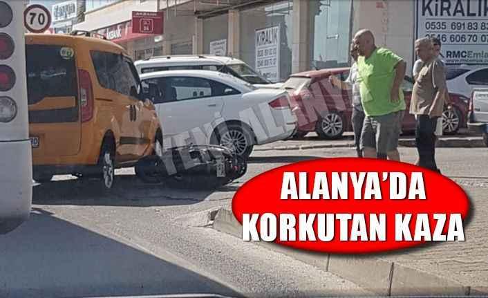 Alanya'da otomobil ve motosiklet çarpıştı