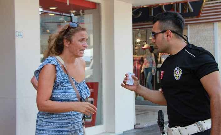 Hırsızlar kadın turistlerin banka kartlarını çalıp kaçtı
