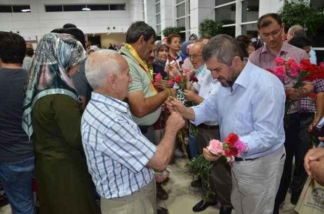 Antalya'da hacılar, kutsal topraklara uğurlandı