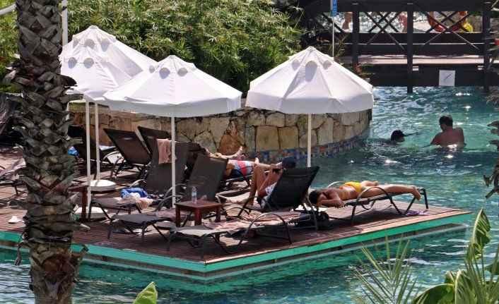 Antalya'nın 14 milyon turist hedefini sonbahar rakamları belirleyecek