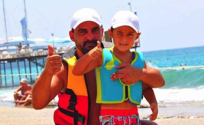 Baba-oğul denizde
