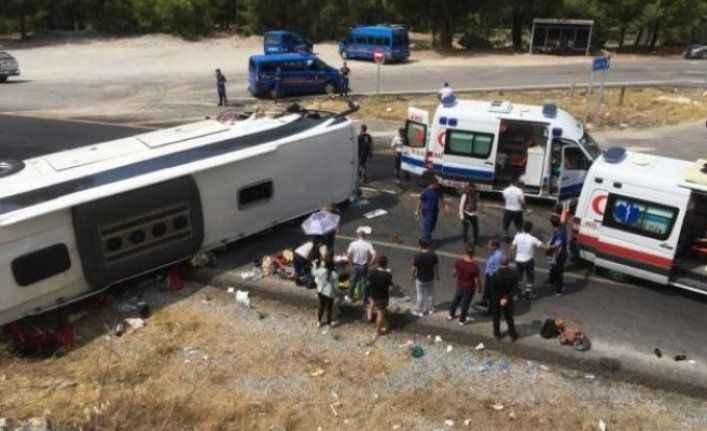 Akseki'de tur otobüsü ile araç çarpıştı: 2 ölü