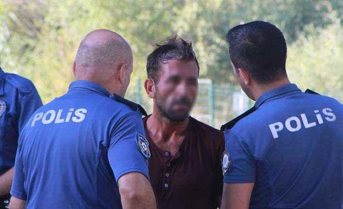 Manavgat Irmağı'na atlayan genç, polisi alarma geçirdi