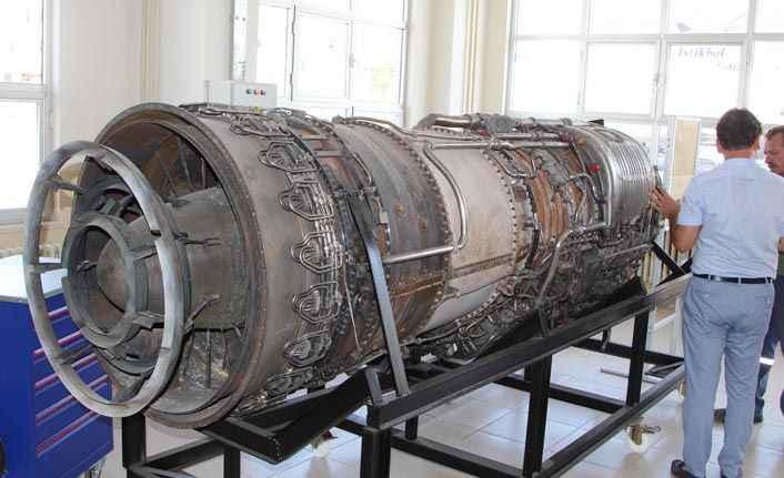 Dev paketten Phantom savaş uçağı motoru çıktı
