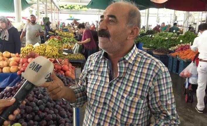 Alanya'da pazarcılar hallere destek verdi