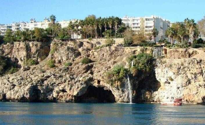 Bu uyarıya dikkat: Antalya denize kayıyor