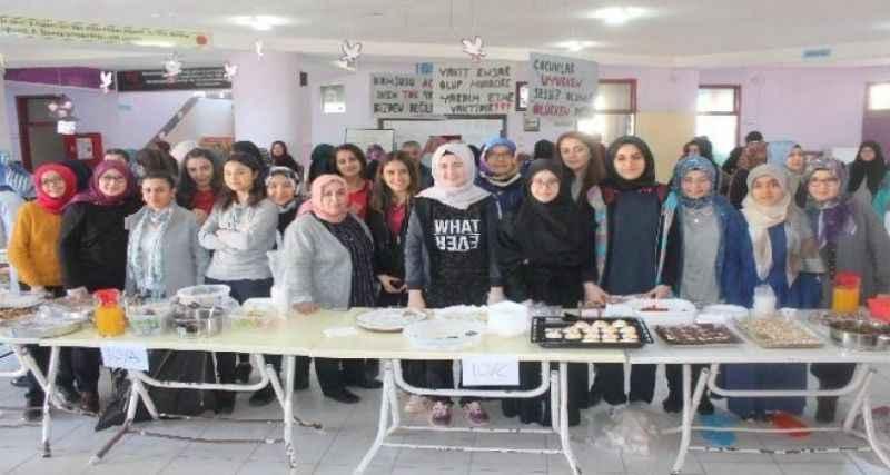 Antalya'da öğrencilerden Yemen'e yardım kermesi