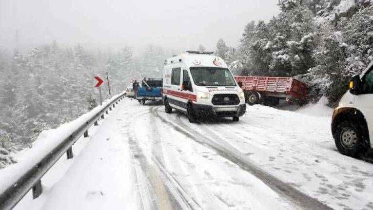 Antalya- Konya yolu kar nedeniyle yeniden kapandı