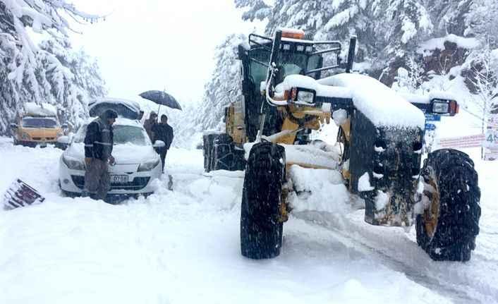 Alanya'da kar yolu kapattı! Mahsur kaldılar