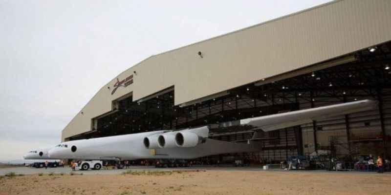 Dünyanın en büyük uçağı Stratolaunch havalanıyor