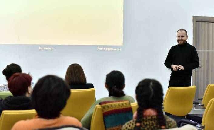 Antalyalı kadınlara sosyal medya okuryazarlığı eğitimi