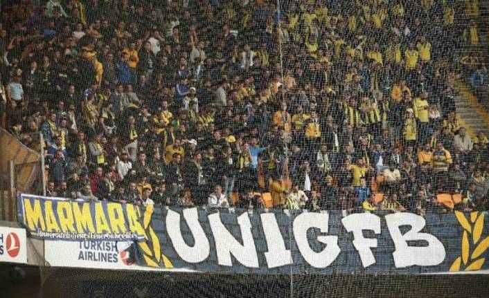 Fenerbahçe taraftarlarının olduğu tribün karıştı! Emniyet müdahale etti…
