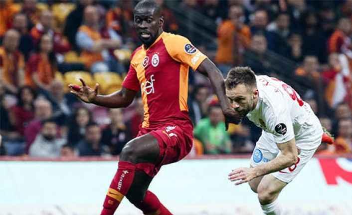 Galatasaray evinde Antalyaspor'u farklı yendi