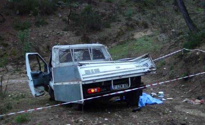 Manavgat'ta kamyonet uçuruma yuvarlandı: 1 ölü