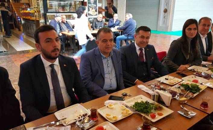 'Alanya'da Yücel, Antalya'da Türel'