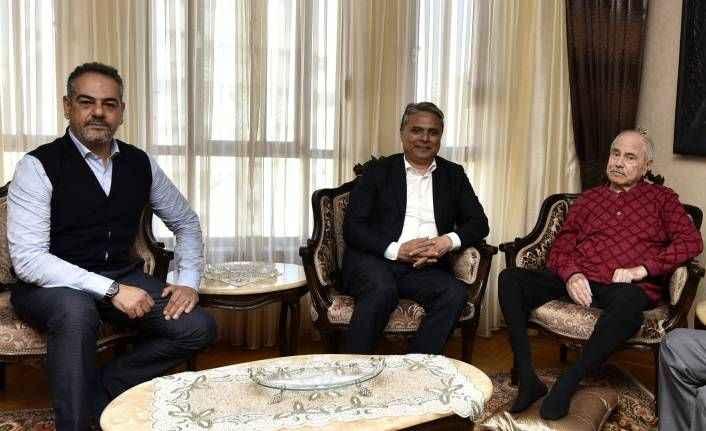 Başkan Uysal, Manavoğlu'nu ziyaret etti