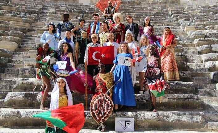 32 ülkenin modelleri Aspendos'ta