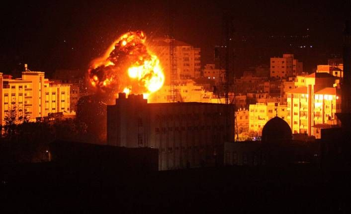 İsrail savaş uçaklarının vurduğu Gazze'den görüntüler