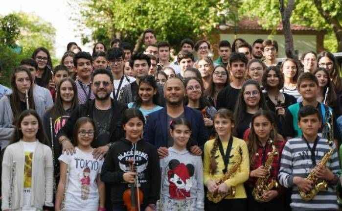 Genç müzisyenlere Bora Duran sürprizi