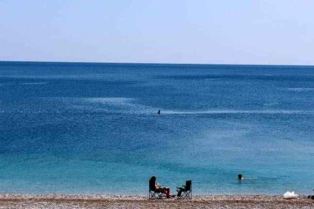 Antalya'da güneşli hava ve deniz keyfi