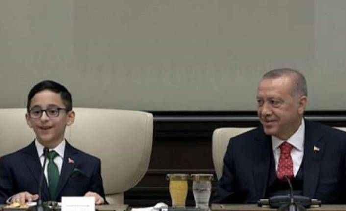 Erdoğan, 23 Nisan'da koltuğu çocuğa devretti