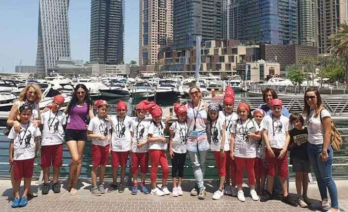 Alanyalı öğrenciler Dubai'de göğsümüzü kabarttı