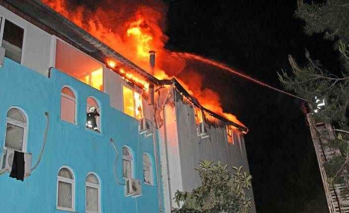 Kemer'de otelin personel lojmanında yangın