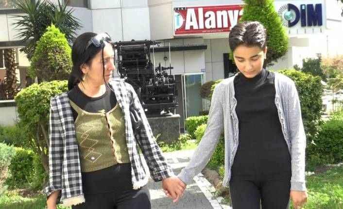 Alanya'da Azeri öğretmenin feryadı: 'Beni kızım için yaşatın'