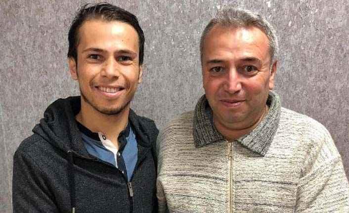 Antalya'da her iki böbreği iflas eden öğretmeni babası hayata bağladı