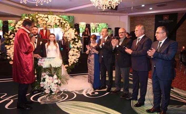 Çavuşoğlu'ndan muhteşem düğün