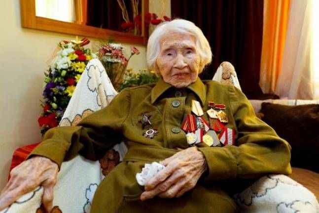 98 yaşındaki Rus savaş kahramanı, madalyalarından ayrılmıyor
