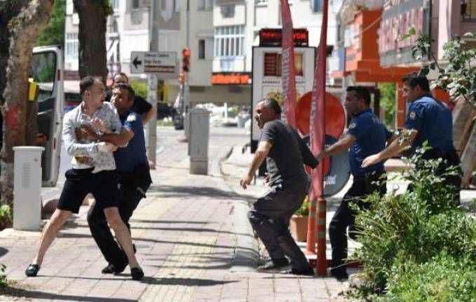 Antalya'da babasıyla kavga etti, 7'nci kattan eşyaları attı