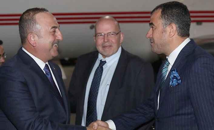 Bakan Çavuşoğlu'na Riga'da Alanyalı sürprizi