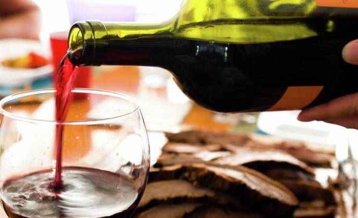Müşterilere yanlışlıkla 4500 sterlinlik şarap servis ettiler