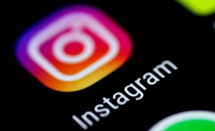 Instagram fenomeni 'daha fazla beğeni almak için' çekiçle 200 yıllık heykeli kırdı