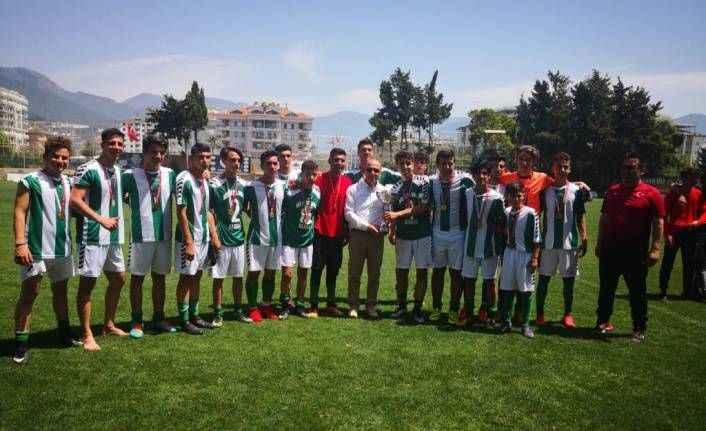 Futbolda şampiyon EML