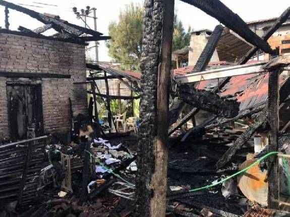 Antalya'da yangında evleri kül oldu