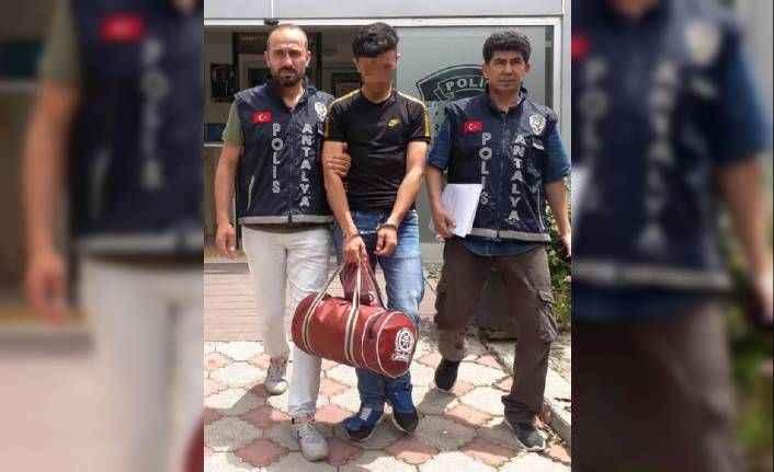 Antalya'da otel lojmanında kalan arkadaşlarının eşyalarını çaldı